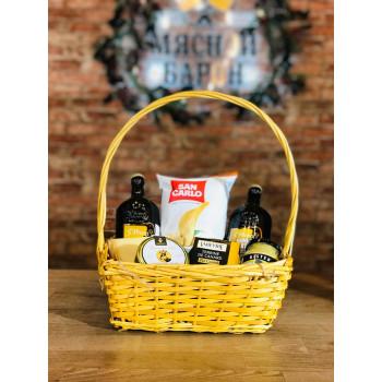 Мужская подарочная корзина с пивом и закуской  M3856